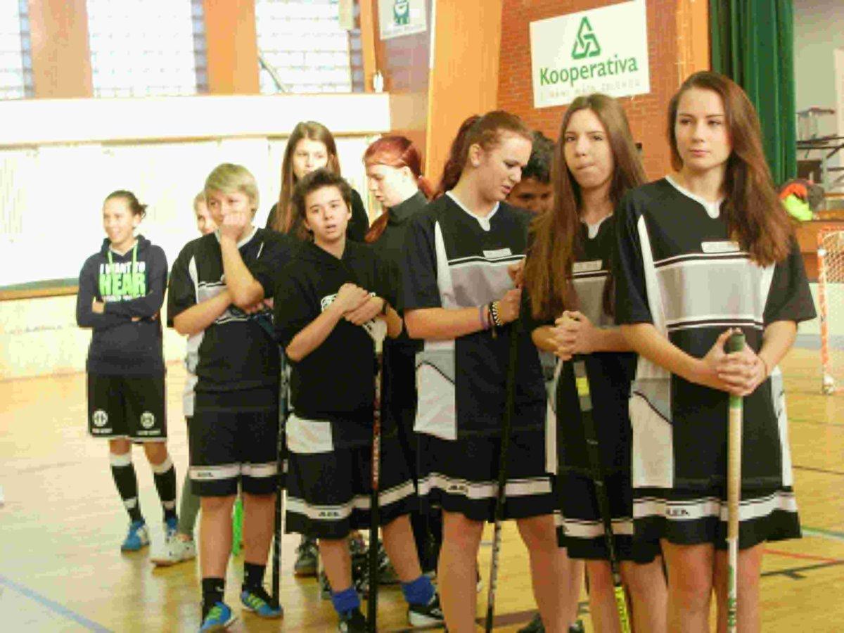 Florbal dívky – okresní kolo v Údlicích – 5.-6. místo