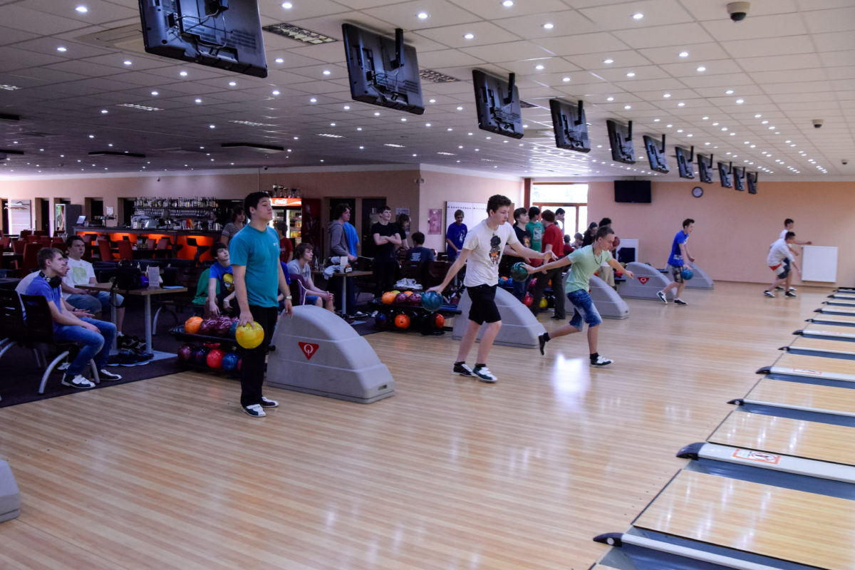 Prváci na bowlingu