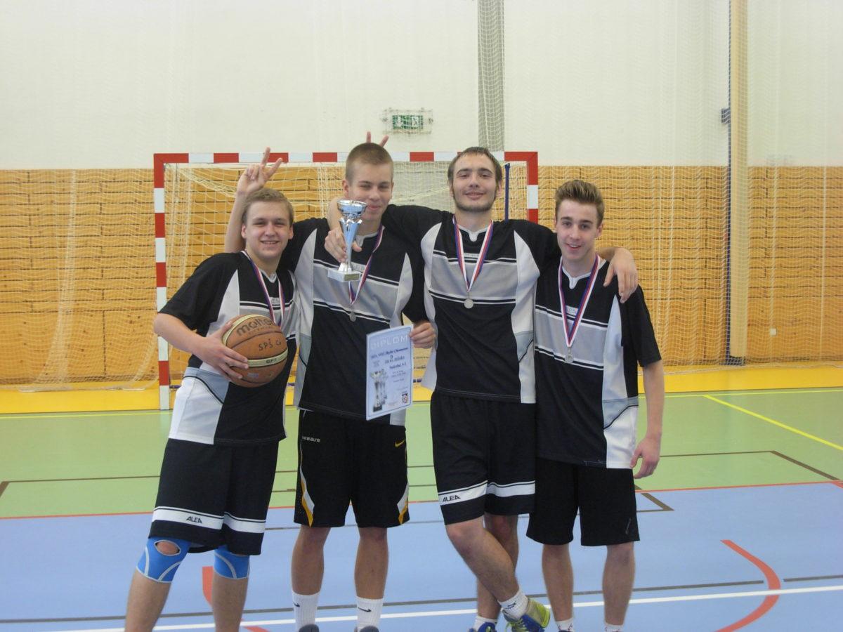 2. místo v Krajském kole v basketbale 3+3 (street) v Ústí nad Labem